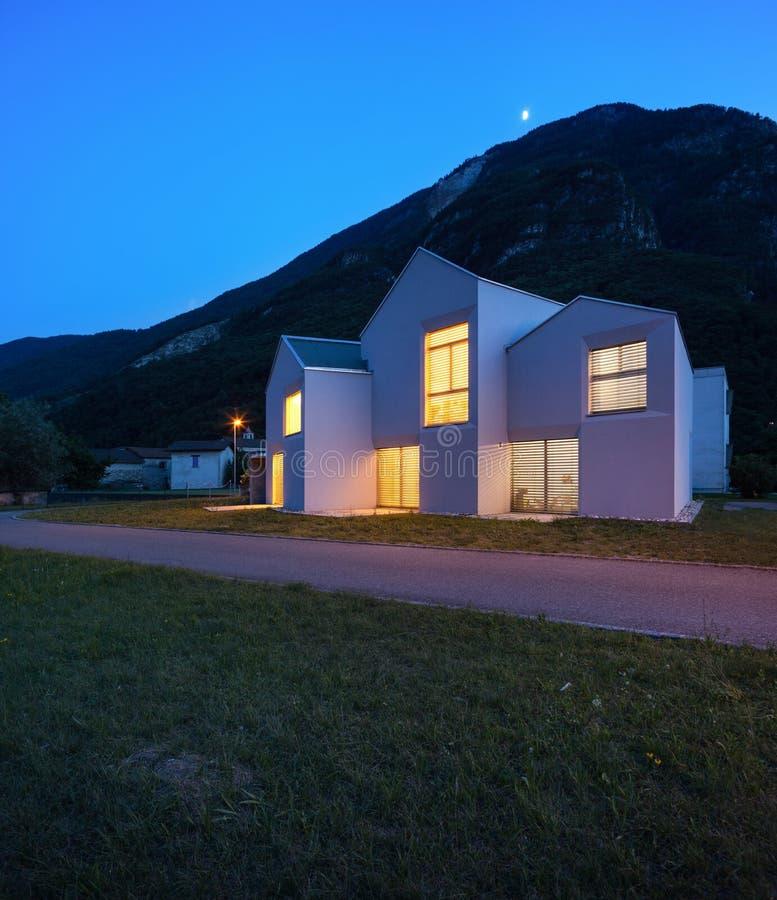 乡间别墅在夜之前 图库摄影