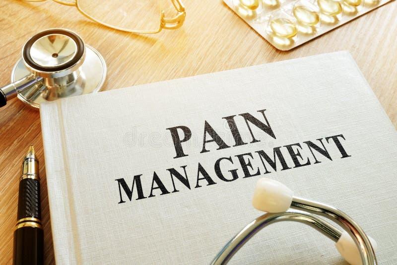 书关于痛苦管理 慢性关心管理 库存照片