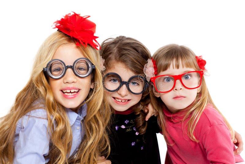 书呆子儿童戴滑稽的眼镜的女孩组 免版税库存照片