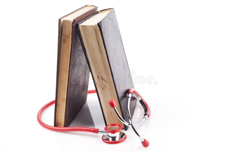 书和红色听诊器 库存照片