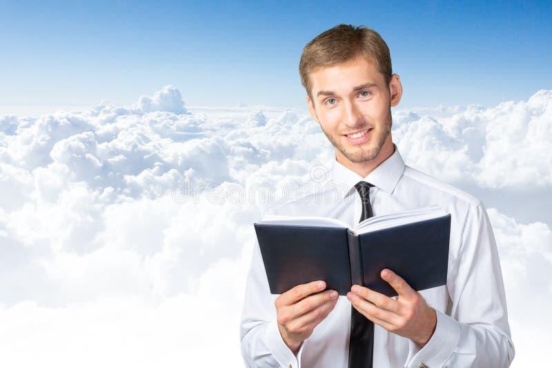 书商人读取 免版税图库摄影