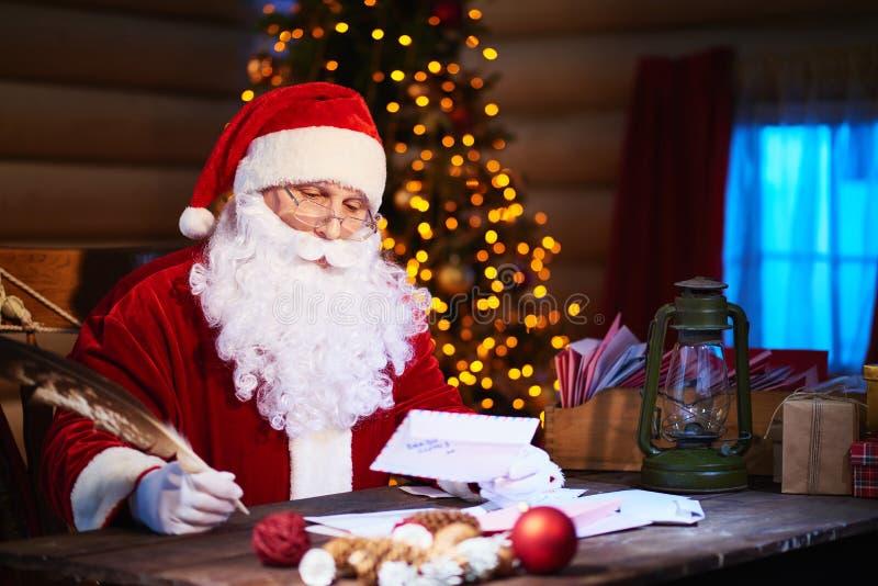 读书圣诞节信件 免版税图库摄影