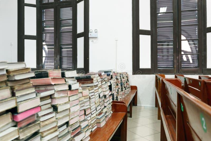 书在教会里 免版税库存图片