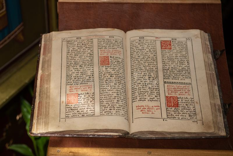 书基督徒斯拉夫语字母老 库存图片