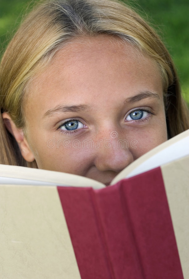 Download 书女孩 库存照片. 图片 包括有 钉书匠, 蓝色, 青少年, 眼睛, 成人, 表面, 少年, 相当, 读取, 女孩 - 181472