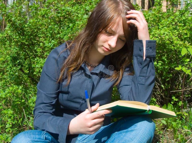 书女孩 免版税库存照片