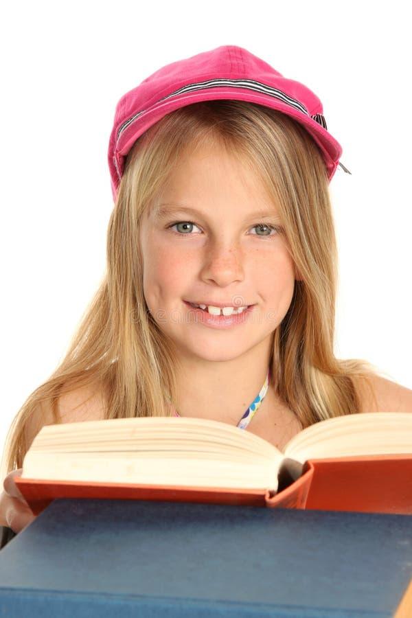 书开玩笑可爱的年轻人 免版税库存照片