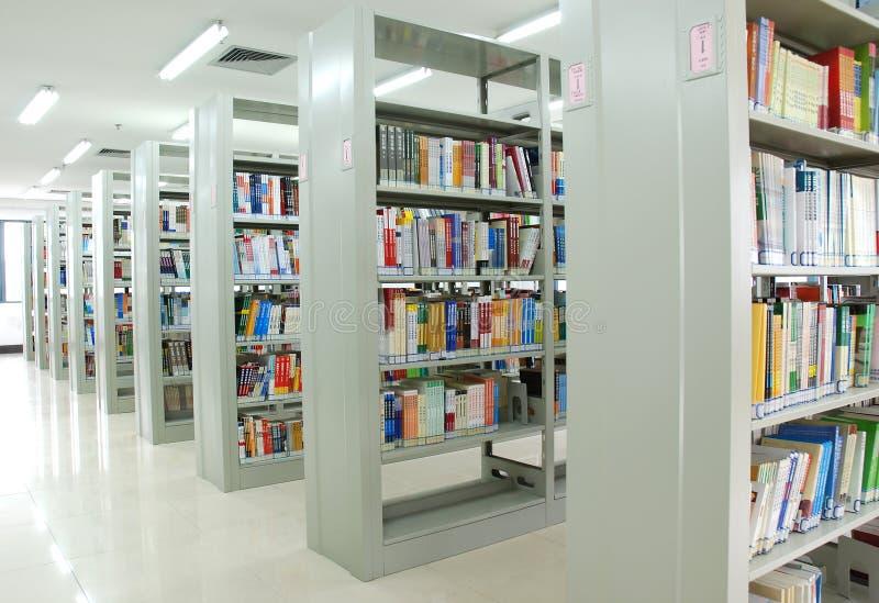 书架图书馆 免版税库存照片