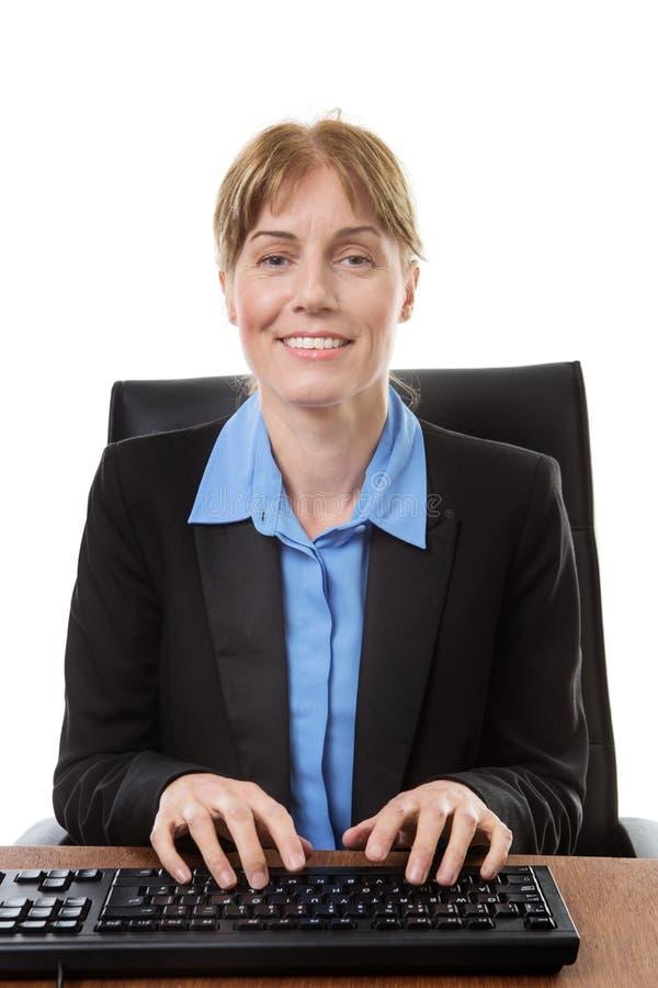 书桌的坐的办公室工作者 库存图片