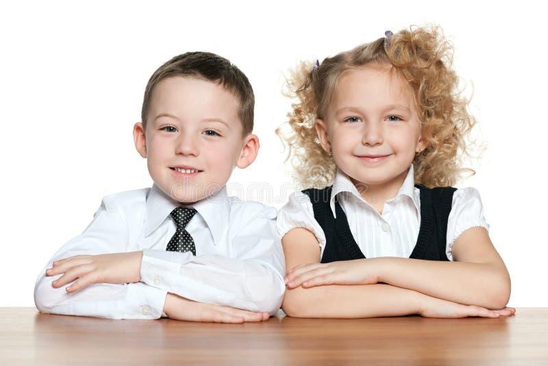 书桌的微笑的孩子 库存图片