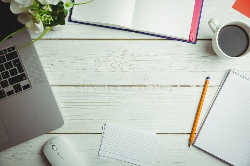 书桌的顶上的看法 免版税库存图片