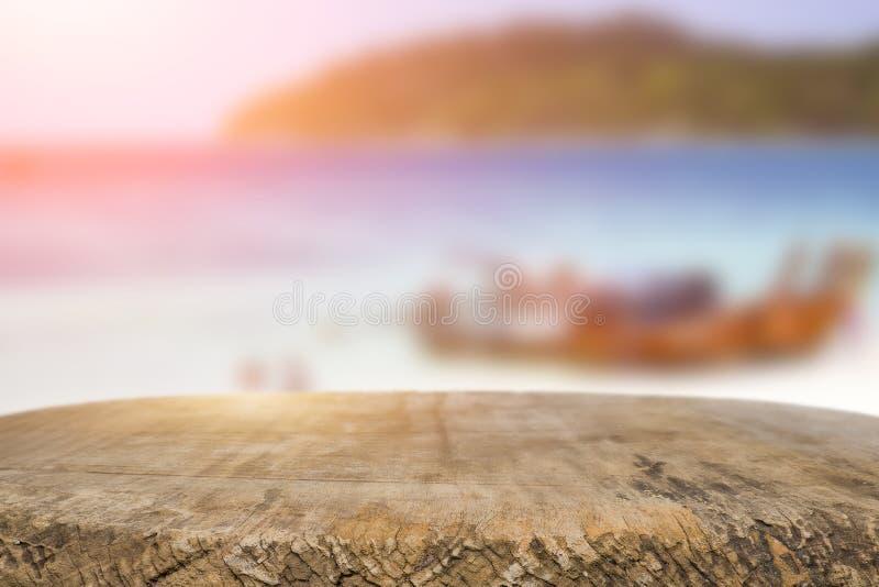 书桌空间在海滩边和晴天 图库摄影