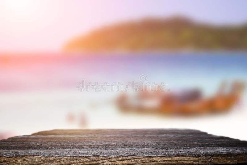 书桌空间在海滩边和晴天 库存照片