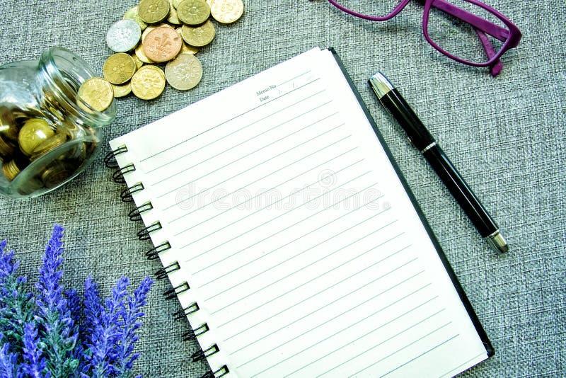 书桌视图-计划挽救 免版税库存照片