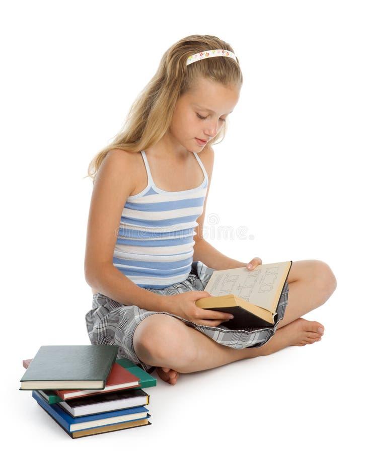 书楼层女孩读取坐少年 图库摄影