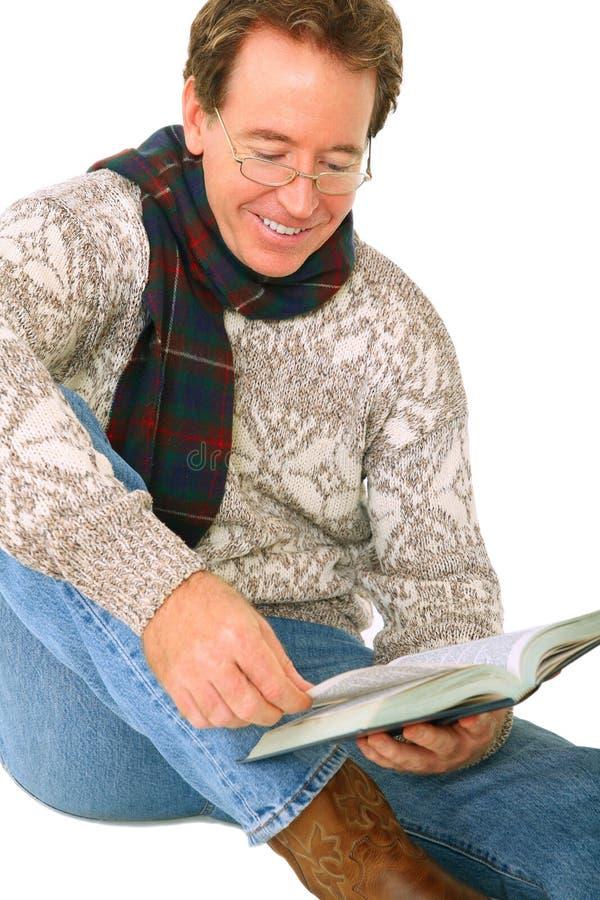 书白种人愉快的读取高级微笑 库存照片