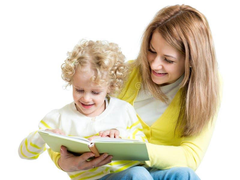 读书的母亲哄骗 免版税图库摄影
