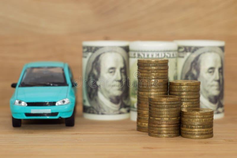 买的汽车美元硬币堆 图库摄影