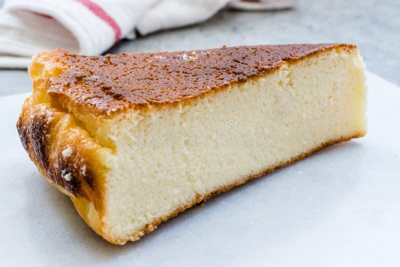 乳清干酪乳酪蛋糕切片接近宏观看法 库存图片