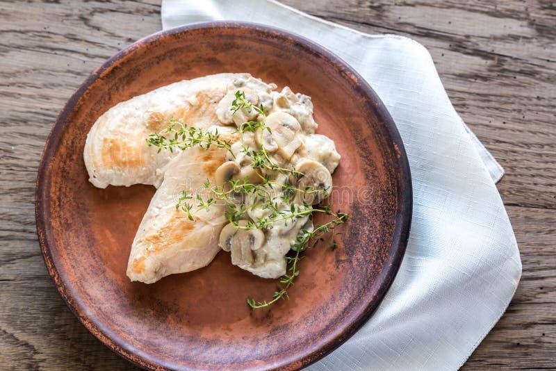乳脂状的大蒜蘑菇鸡 免版税库存图片