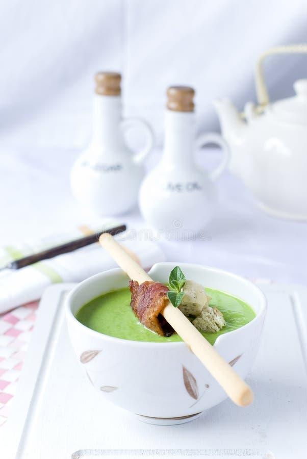 乳脂状的浓豌豆汤 免版税库存照片