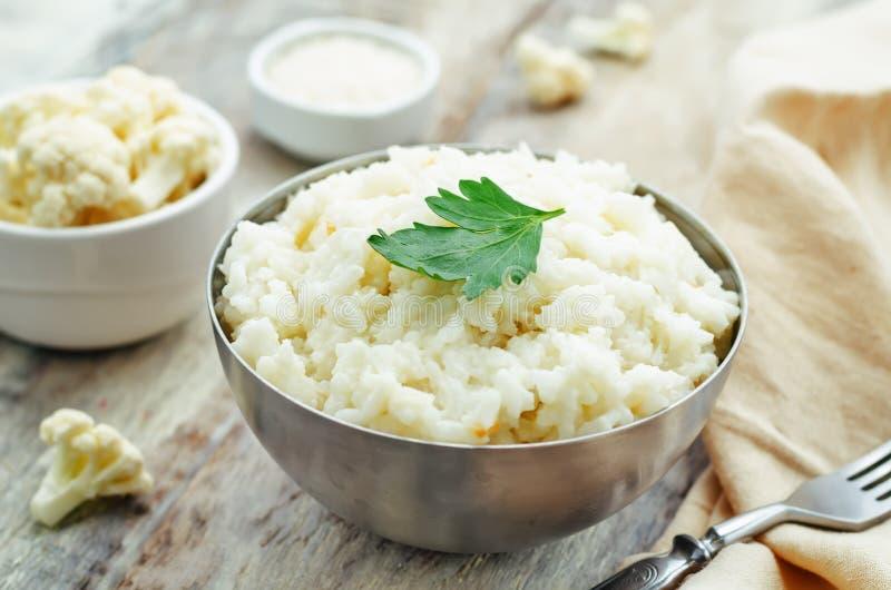 乳脂状的花椰菜大蒜米 图库摄影