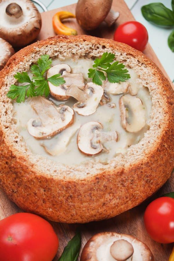 乳脂状的蘑菇汤 免版税库存图片
