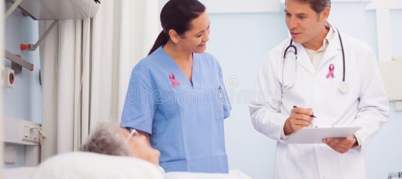 乳腺癌了悟丝带的综合图象 库存照片