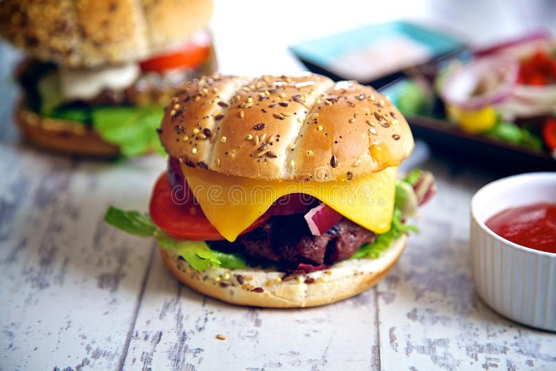 乳酪汉堡 免版税库存照片