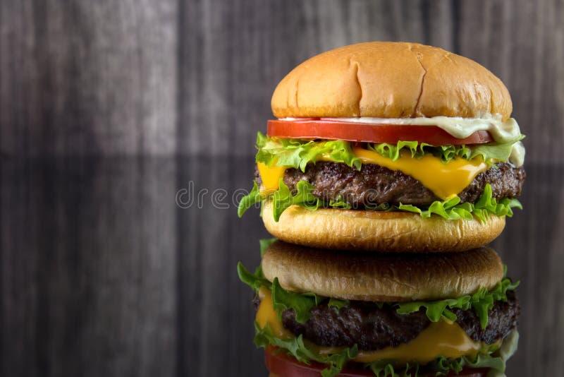 乳酪汉堡 免版税库存图片