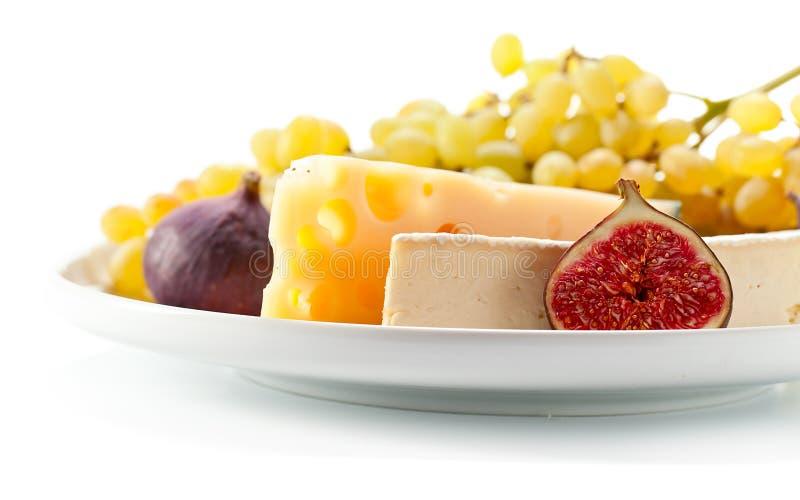 乳酪用在白色隔绝的果子 免版税库存照片