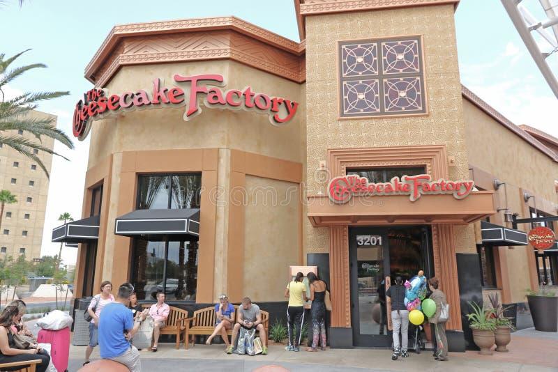 乳酪蛋糕工厂餐馆的前方 库存照片