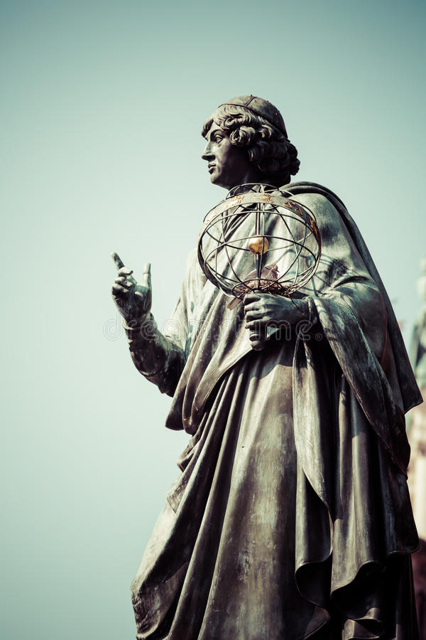 了不起的天文学家尼古拉・哥白尼,托伦,波兰的纪念碑 免版税库存图片