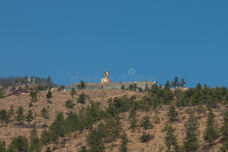了不起的菩萨Dordenma,在廷布,不丹山的一个大金黄金黄释伽牟尼菩萨雕象  库存照片