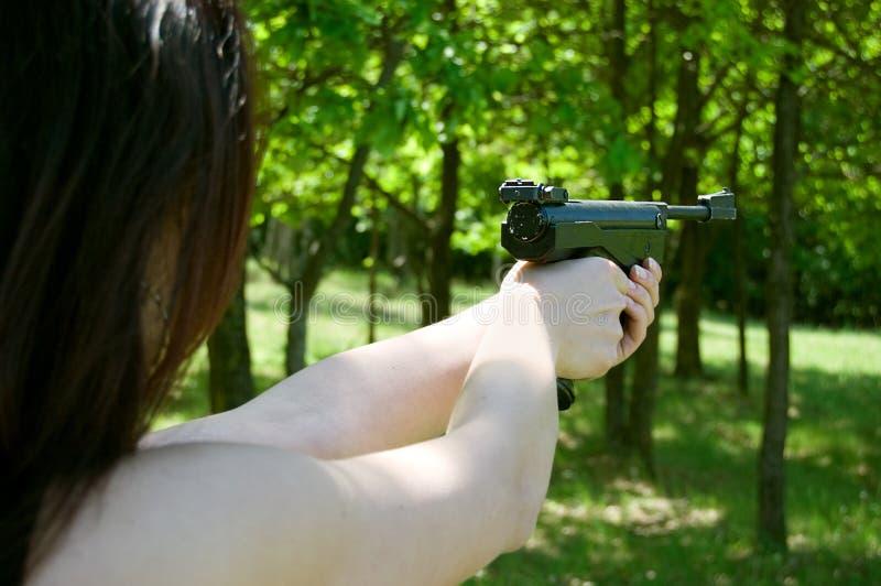争取枪现有量气动力学的s妇女 图库摄影