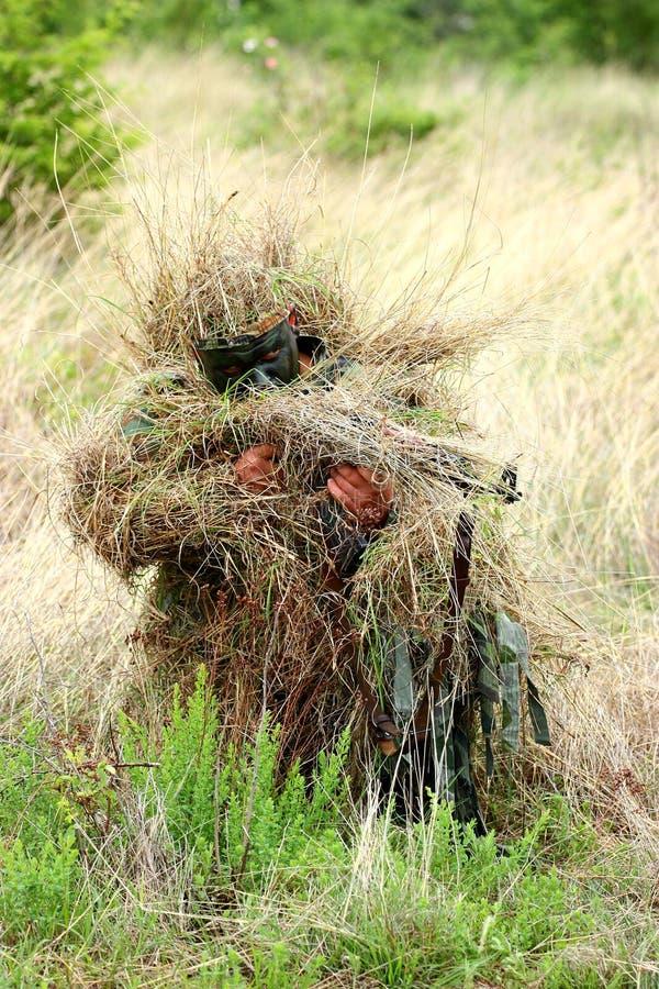 争取狙击手战士 免版税库存图片