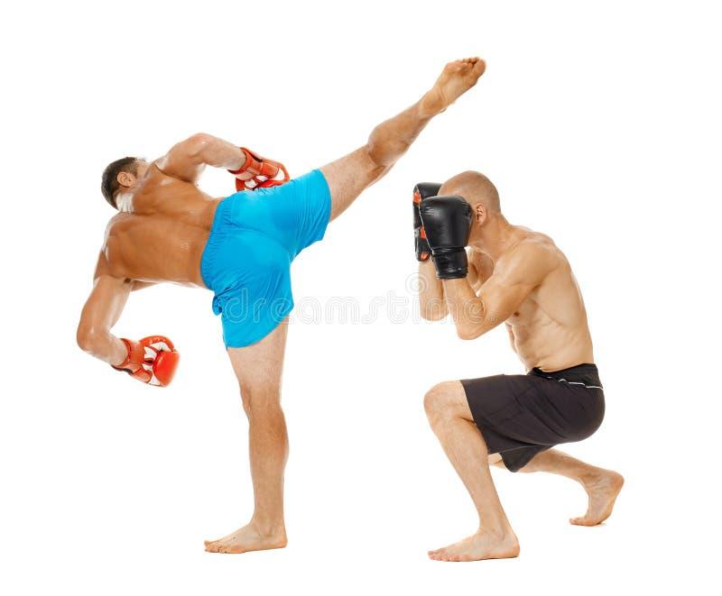 争吵在白色的Kickboxers 免版税库存照片