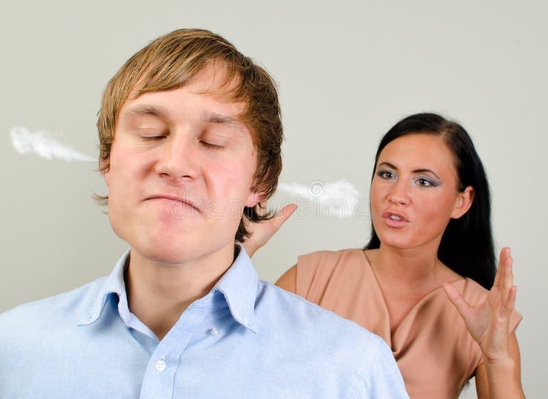争吵新的夫妇。 免版税库存图片