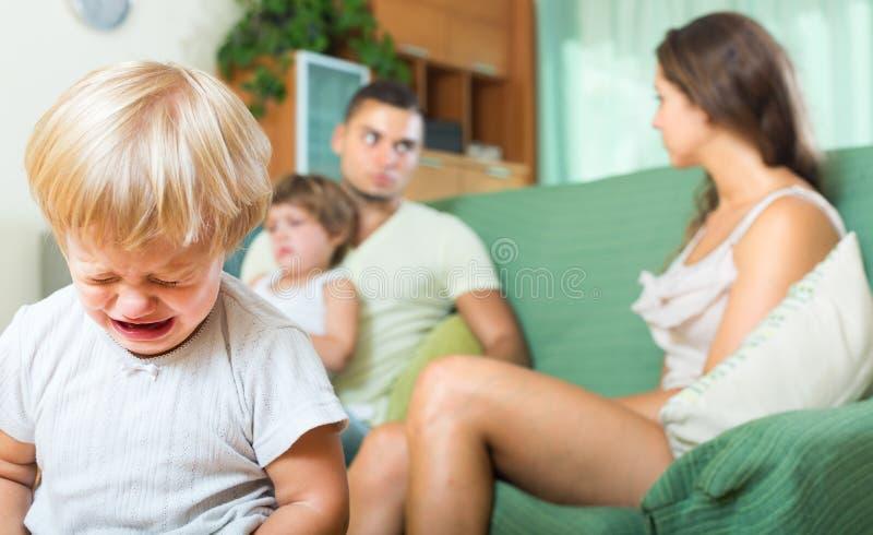争吵的父母 库存图片