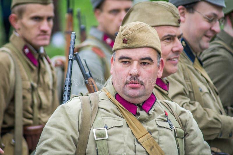 争斗的再制定在苏联和德国军队之间的世界大战2在莫斯科附近 库存照片