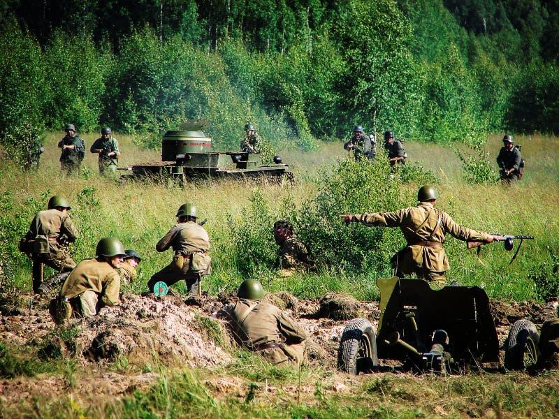 争斗的重建在路的向在世界大战2期间的莫斯科在卡卢加州地区在俄罗斯 免版税库存图片