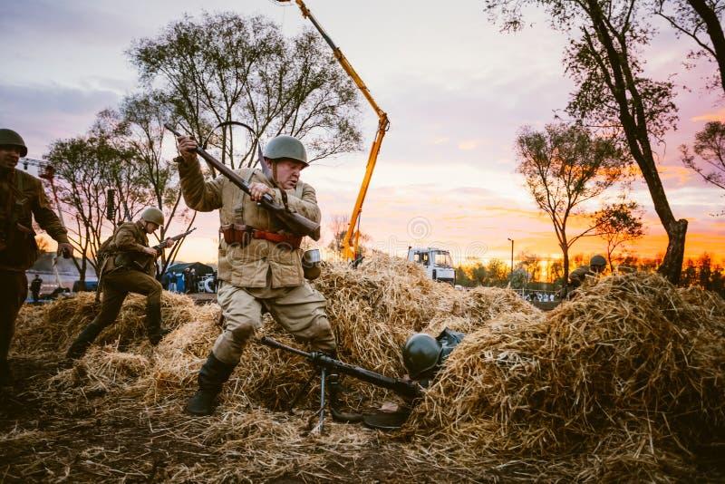 争斗的重建在致力的事件期间的 库存图片