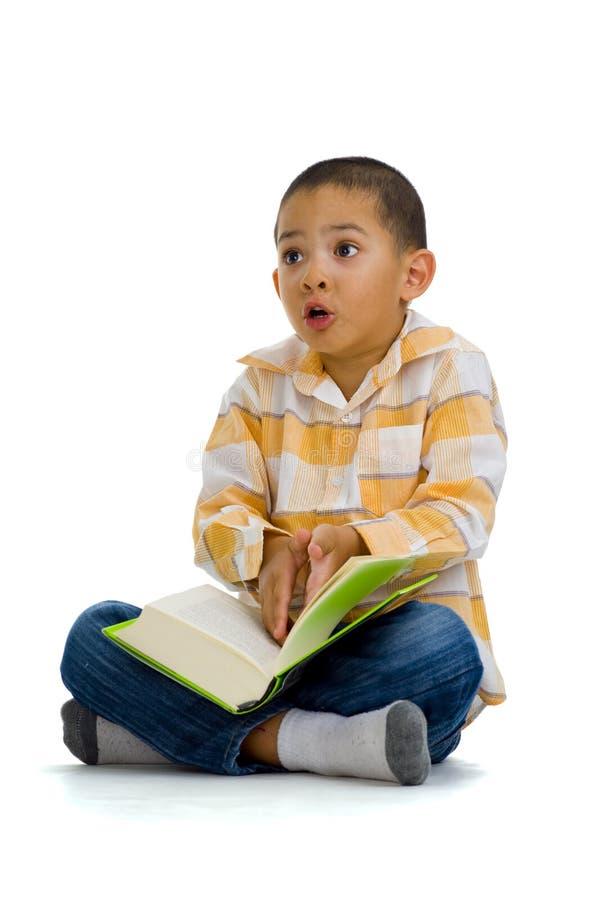 争论书男孩逗人喜爱超出 库存图片