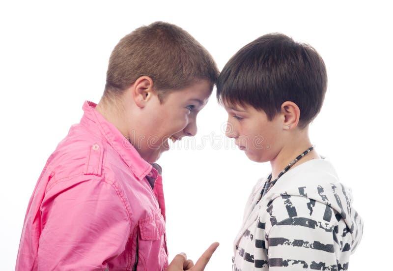 争论尖叫的男孩少年二 免版税库存照片