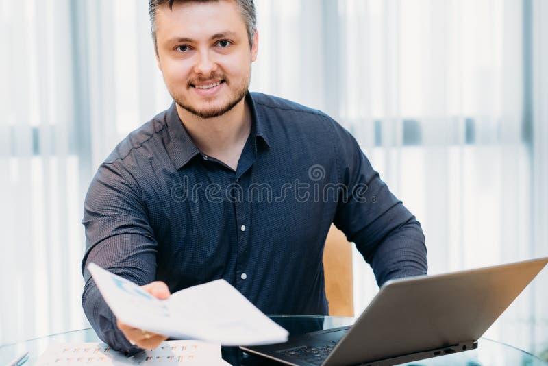 事业公司空位办公室工作申请书 库存照片