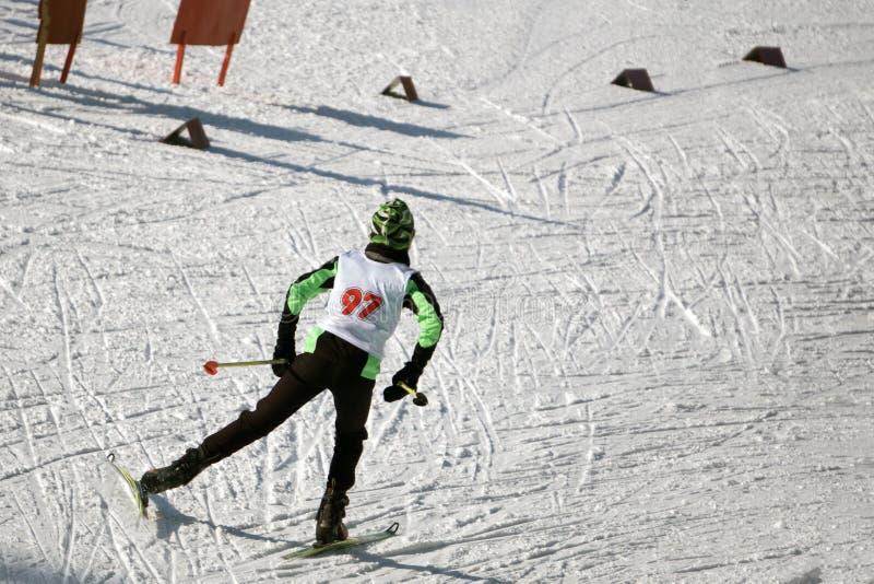 事件的女子滑雪者在经典斯堪的纳维亚样式 免版税库存图片