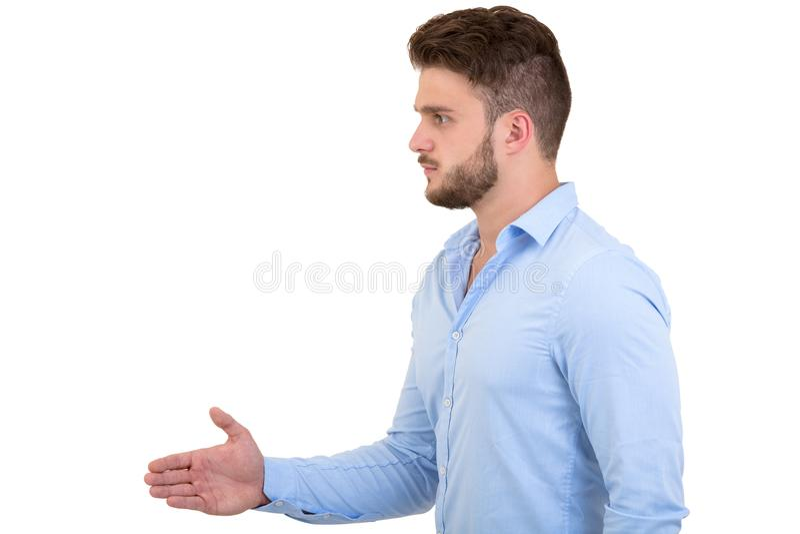 事务和办公室概念-英俊的buisnessman用开放手准备好握手 免版税库存图片
