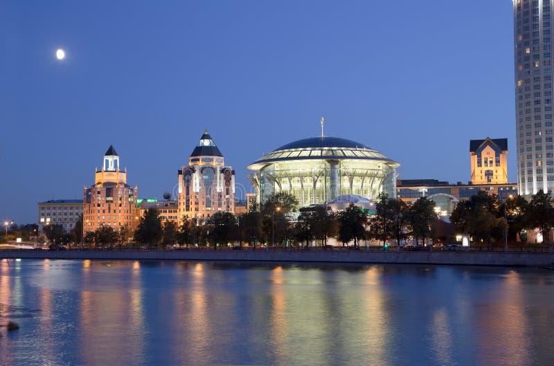 事务和文化复杂河沿耸立,莫斯科 库存照片
