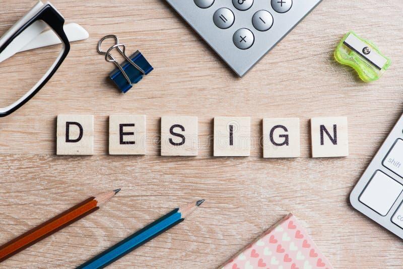 事务和销售的概念性词拼写了与比赛木块 图库摄影