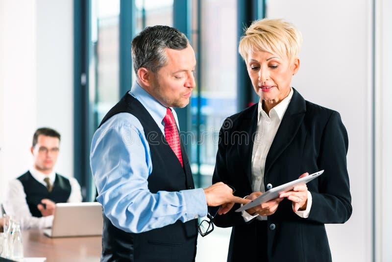 事务-会议在办公室,高级管理人员 免版税库存照片